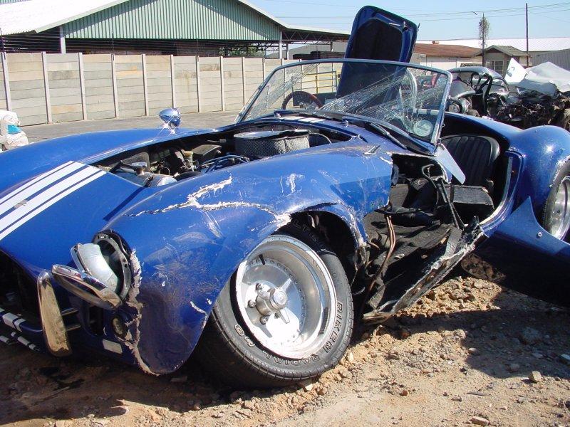 Crashed_sports_car