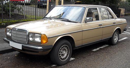 Mercedes-Benz_W123_front_20090121