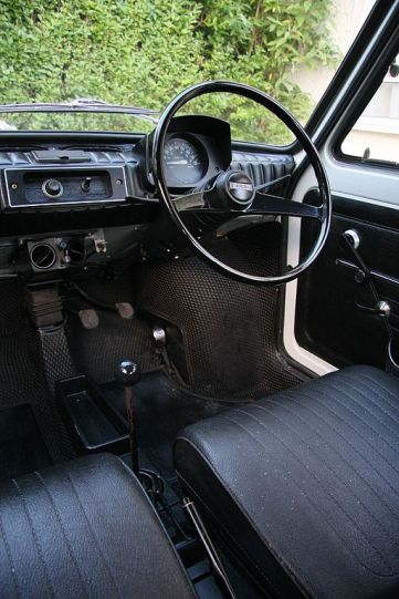 512px-interior_of_a_white_left_hand_drive_fiat_126_produced_in_1973
