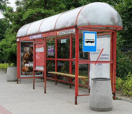 Przystanek_autobusowy_praga_poludnie_(2)