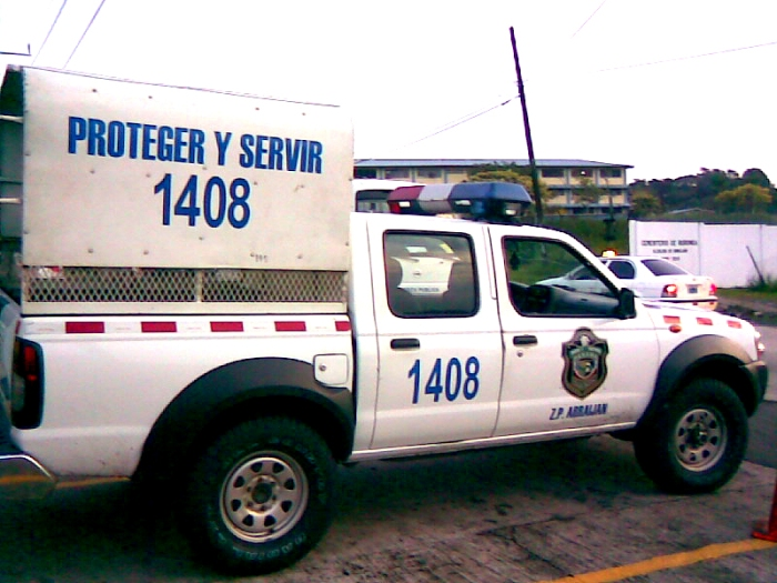 Policía_pickup.jpg